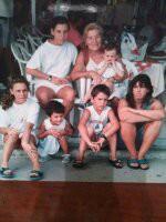 La Abuela ROSITA con todos sus Nietas y Nietos en BENIDORM en el Año 1995.-