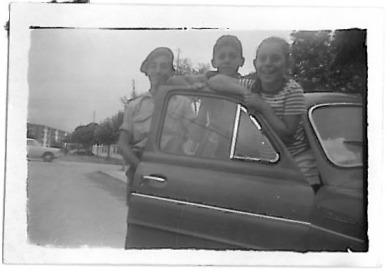 """Fernando """"Dinamita""""- Luis Antonio y Rosa Mari en Somo Loredo (Santander) año 1962.-"""